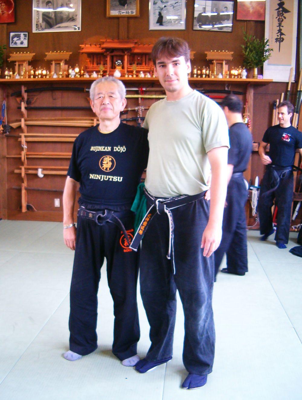 Fotografie s Hatsumi Senseiem v Hombu Dojo z roku 2007